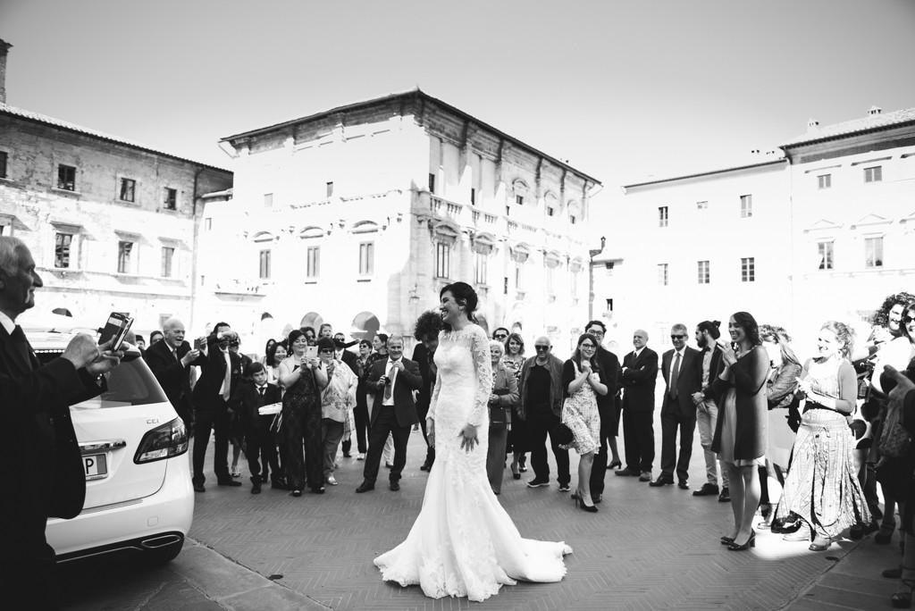 l'arrivo della sposa al matrimonio