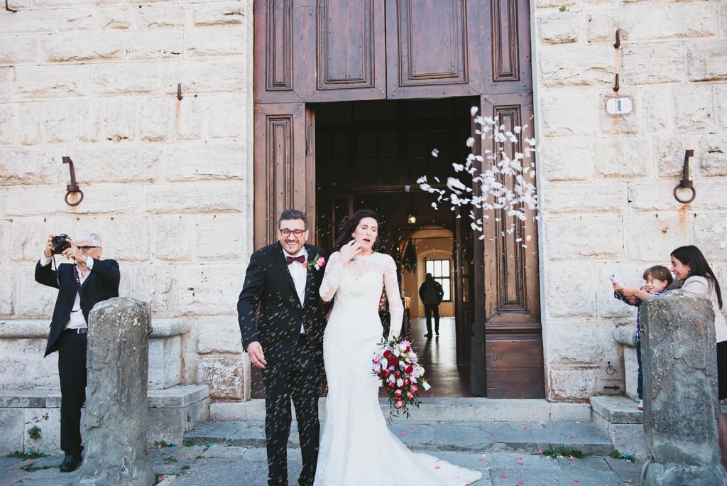 uscita degli sposi, fotografo matrimonio toscana