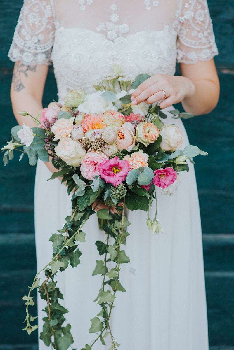 bouquet bride tuscany